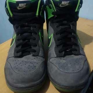 Nike Men's SB Dunk High (Gray/Green)