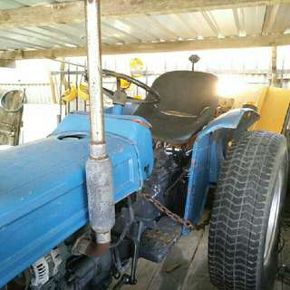TRACTOR/CABOTA FOR SALE