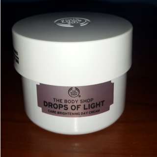 The Body Shop - Drop of Light Care Brightening Day Cream