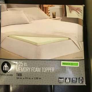 Hometrends 1.25 inch memory foam mattress topper - TWIN SIZE