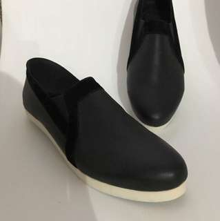 Slip on black shoes with suede