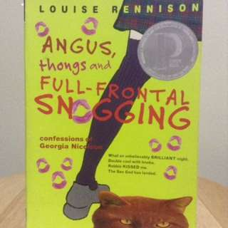 Angus, Thong and Full-frontal Snogging