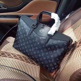 LV 包包男用公事包手提包 肩背包