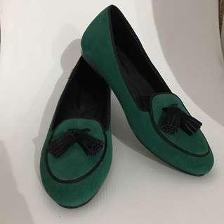Flat shoes tassel green