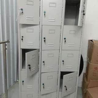 全新約3尺濶,6尺高儲存櫃 售$800