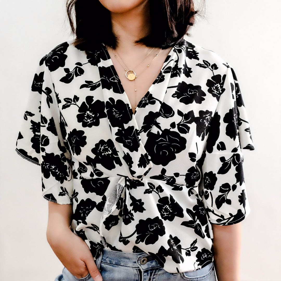 B14 BW FLORAL RUFFLE TOP