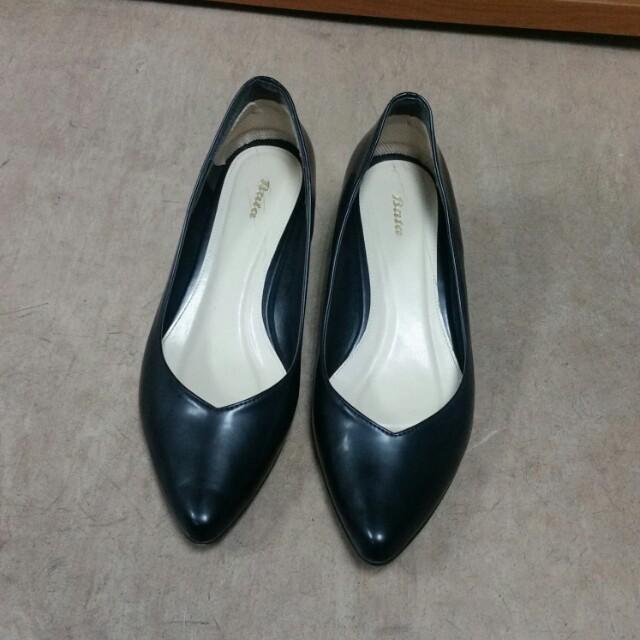 Bata low wedges heel shoes