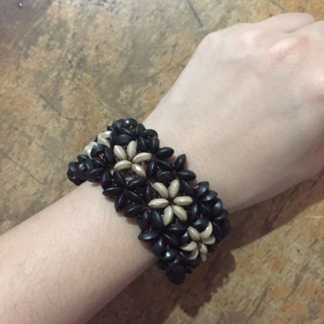 Beaded Floral Bracelet Black