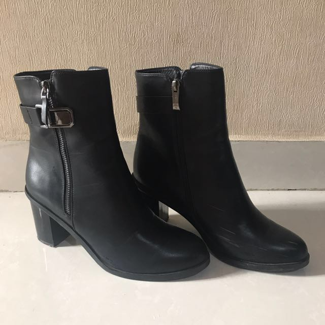 Betsy Leather Ankle Boots