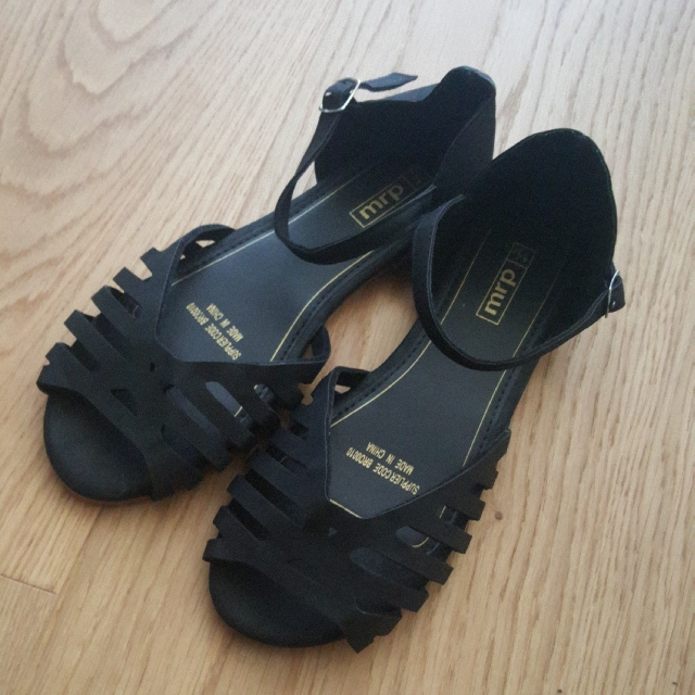 black sandals sz 36-37
