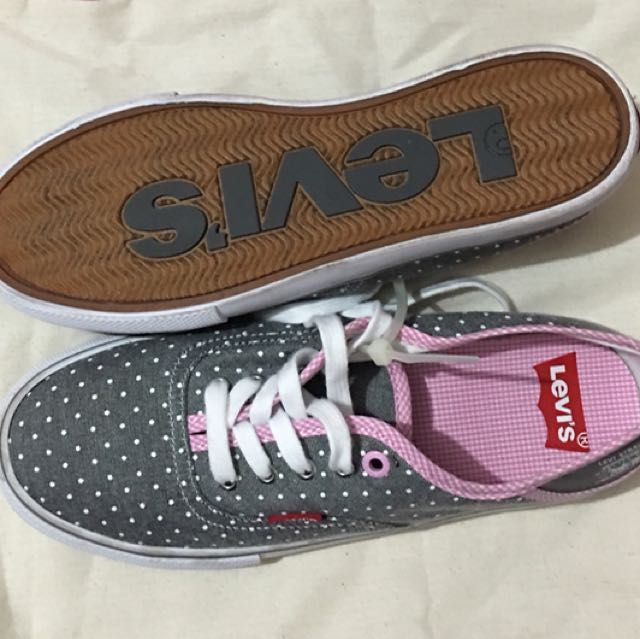 BN Levis sneakers size 6  100% auth