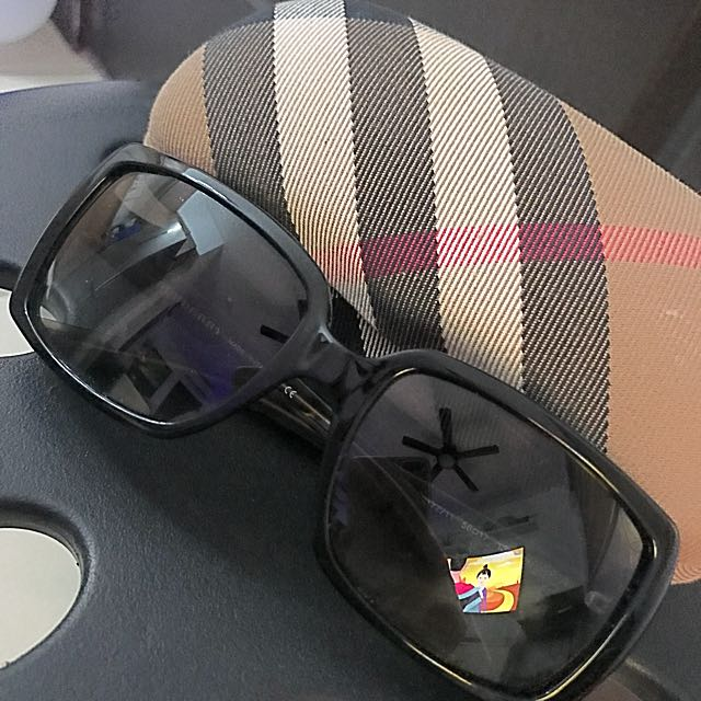 Burberry sunnies