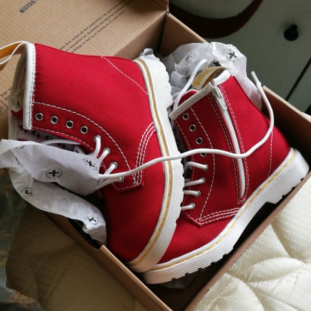 Dr Martens T-Canvas Brooklee True Red
