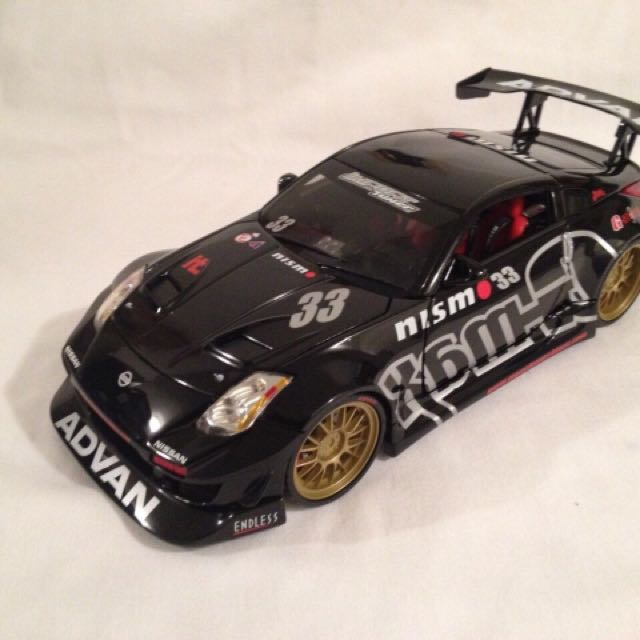 Funline MUSCLE MACHINES 1/18 2003 Nissan 350Z