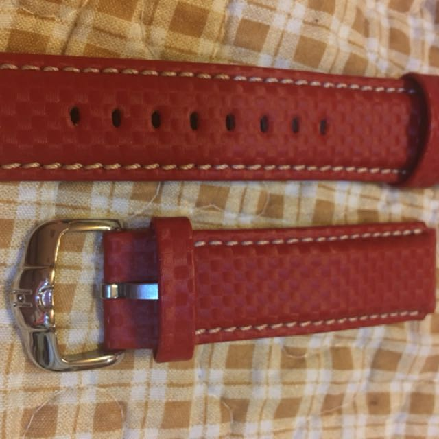 Hirsch CARBON Embossed Water-Resistant Leather Watch Strap in BLACK / RED