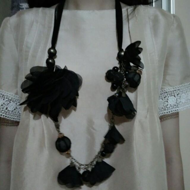 Kalung feminine gothic