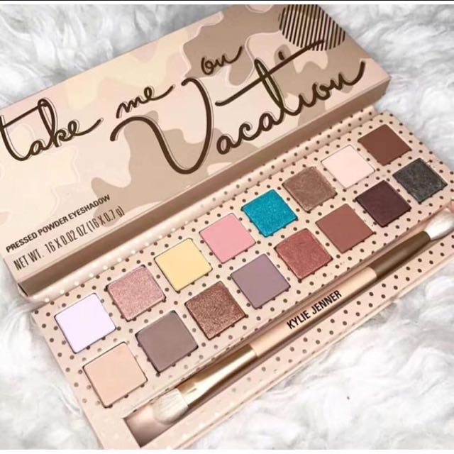 Kylie Take me on vacation Eyeshadow Palette