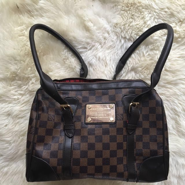 Louis Vuitton handbag / shoulder bag