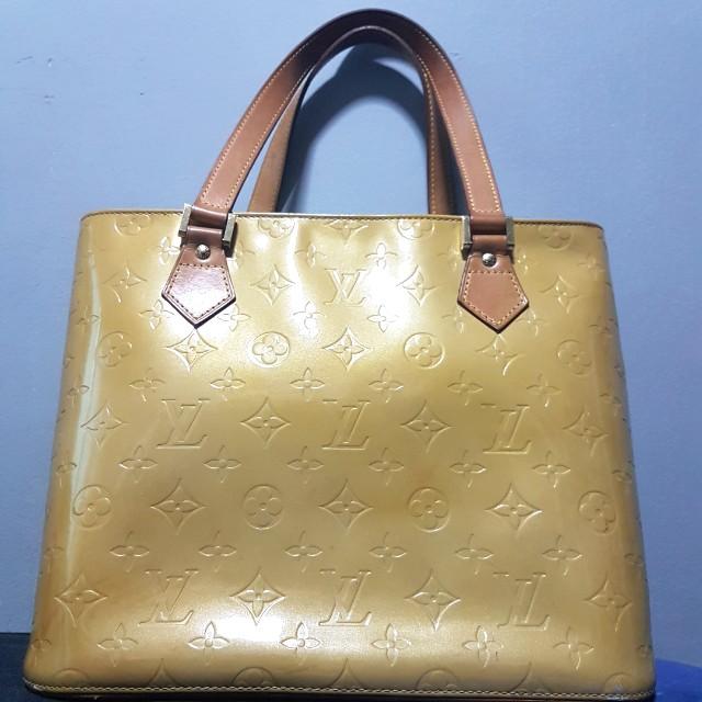 23d8168a00fc Authentic Louis Vuitton Vernis Houston Yellow Shoulder Bag