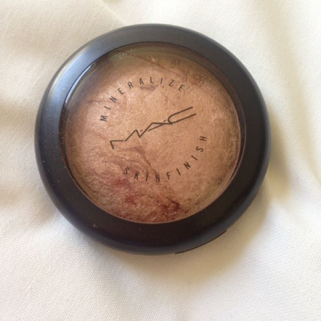MAC mineralised skin finish