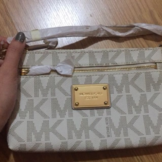 Michael Kors Signature Large Wristlet Purse Vanilla