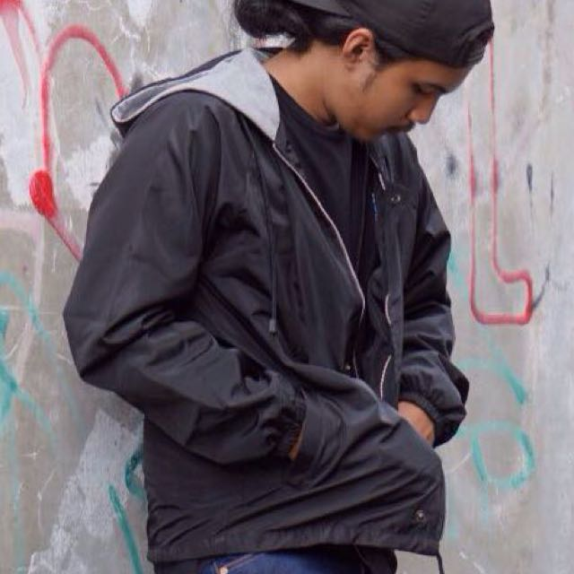 New jaket parasut windbreaker hitam