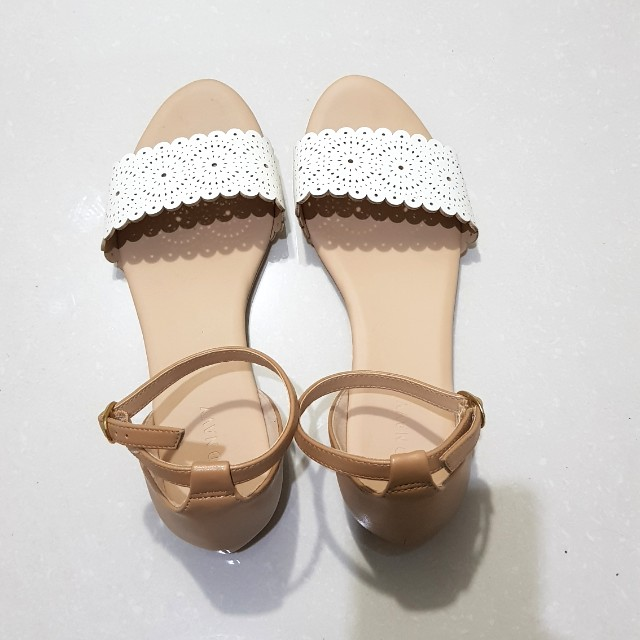 OLD NAVY SCALLOPED FLATS/SANDALS