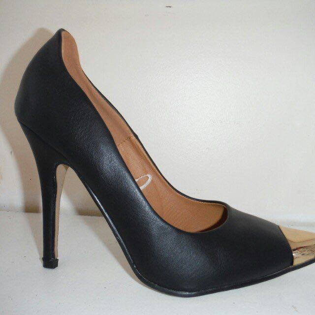 Size 7 Golden Capped Heels