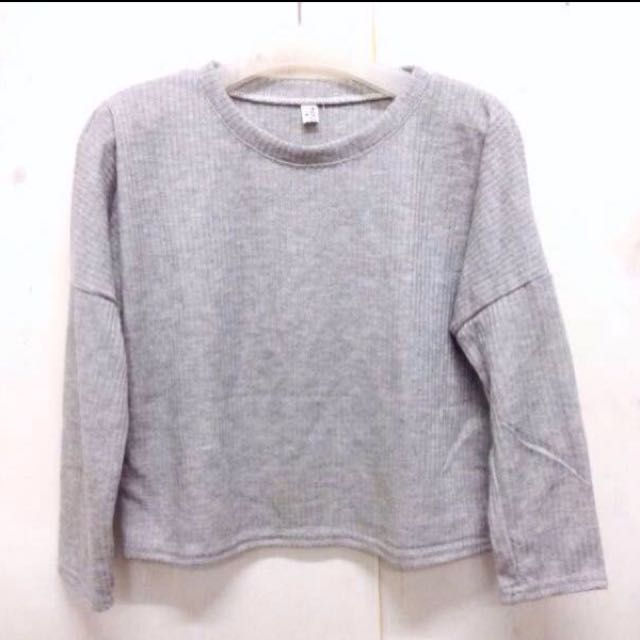 Sweater rajut abu