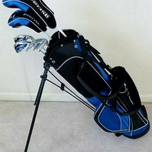 This PRECISE XD-J Junior Golf Set with Low Torque Super Light Graphite Shafts comes with a Fairway Driver,  28° Hybrid Wood with HeadCover, Multi-Purpose 6/7 Iron and 9/W Irons, Putter, Junior Golf Bag with Stand