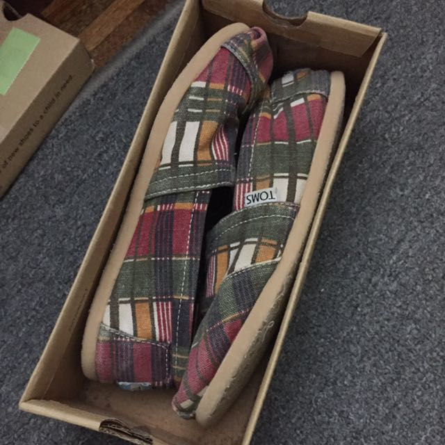 TOMS slip on shoes (authentic)