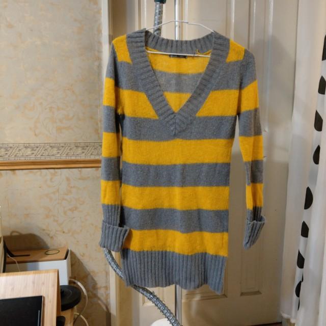 橫條V領毛衣