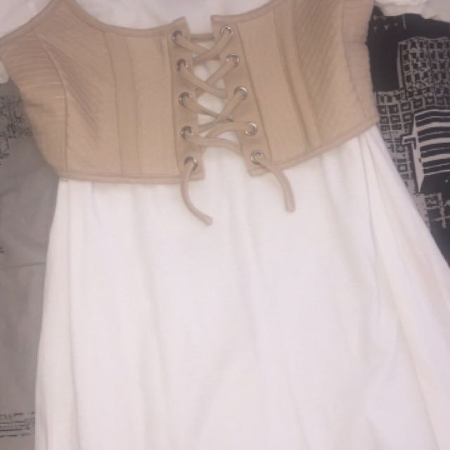 White Bardot tshirt dress with waist belt