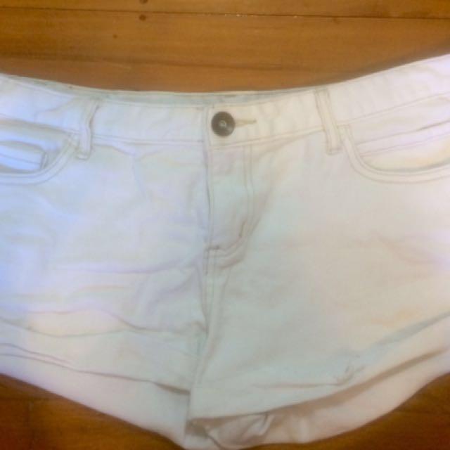 White denim shorts! 💕