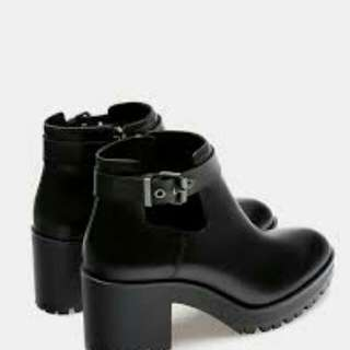 Boots stradivarius