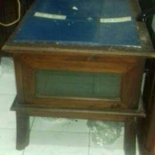 Meja ada box pintu samping atas kaca pecah jati tua