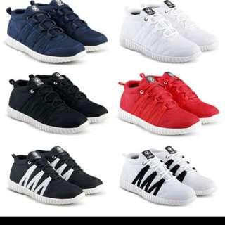 Sepatu sneakers and casual pria untuk olahraga kuliah kerja