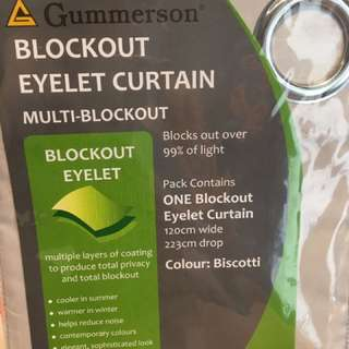 Curtain brand new- blocks out light