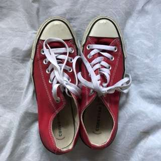 7.5 Red Converse 🍒
