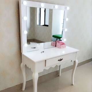 Large Size Dressing Table with light bulbs
