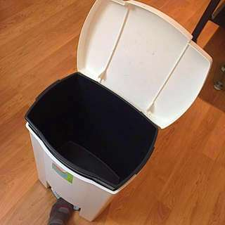 (Retails $14+) Large step open trash can