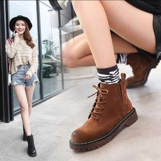 全新淺棕色馬丁靴