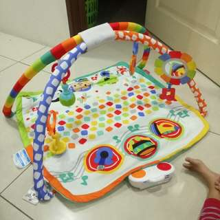 Fisher price playgym with music 8/10 no baterries cover