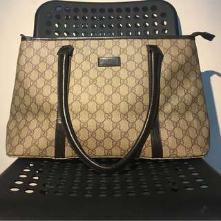 Athentic gucci gg tote medium size