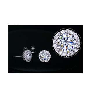 Round crystal earring in 18k white gold plated