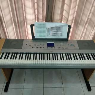 Piano yamaha DGX  640