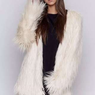 Beginning Boutique Blonde fur coat, new without tags size small