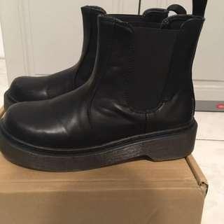 黑色高筒靴
