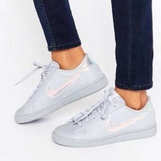 Nike grey holographic tennis shoes
