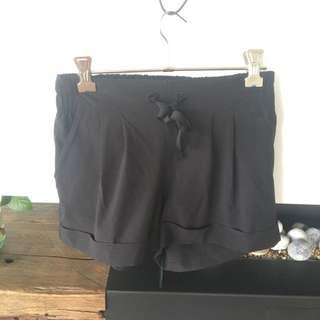 Lululemon spring break away shorts II black size CAN 2 aus 6